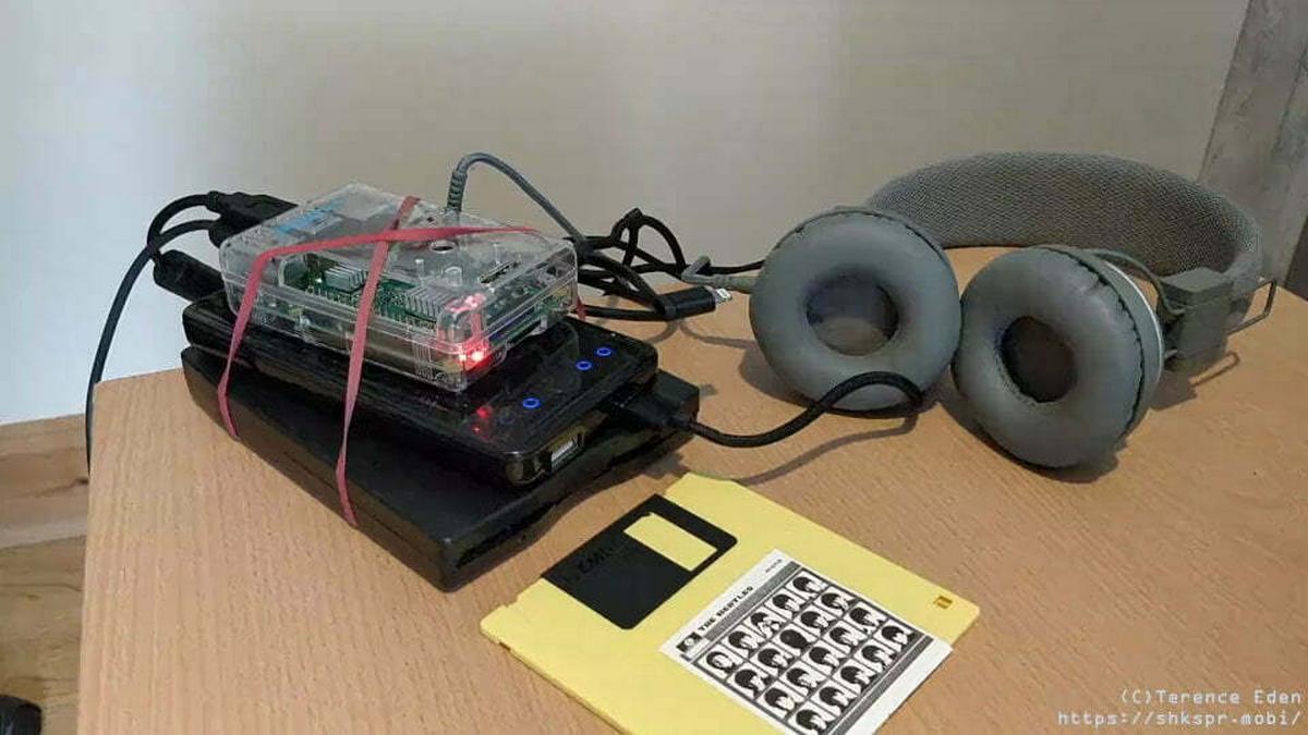 Construye un 'walkman' con una Raspberry Pi que usa disquetes para guardar la música