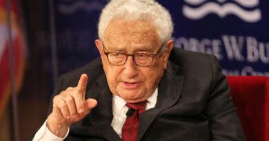 """Kissinger advierte que EE.UU. y China deben establecer límites o el mundo se encontrará en una """"situación similar a la Primera Guerra Mundial"""""""