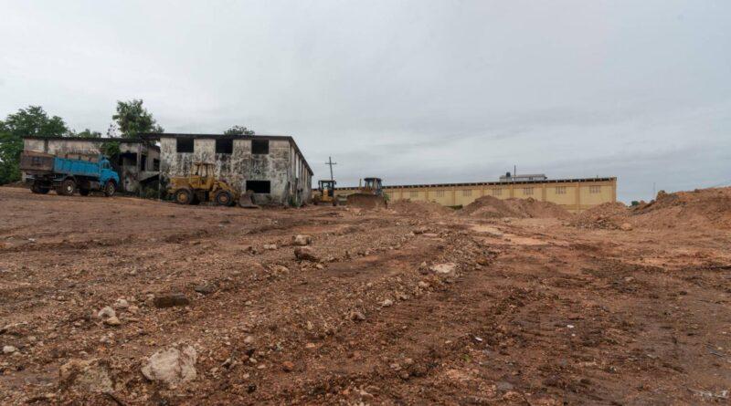 Alcaldía acondiciona terreno donde serían llevados vendedores de La Pulga