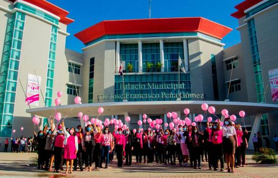 Vicealcaldesa de Santo Domingo Este encabeza acto por cáncer de mama