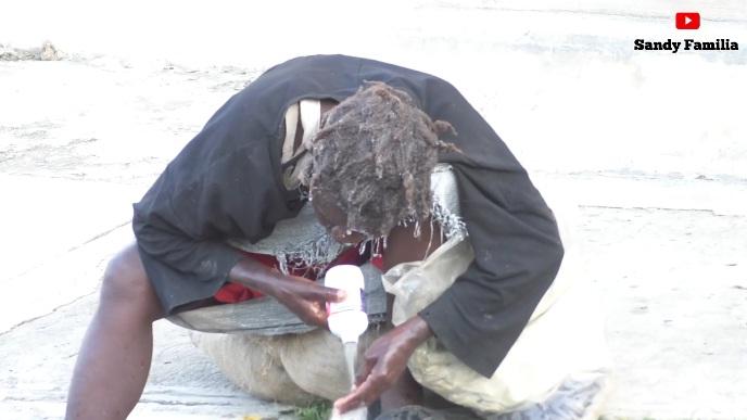 ATENCION: Haitianos con problemas mentales toman ciudad de Elías Piña