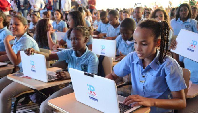 OJO: A 10 días para inicio de clases los estudiantes carecen de laptops; Minerd iniciará por TV