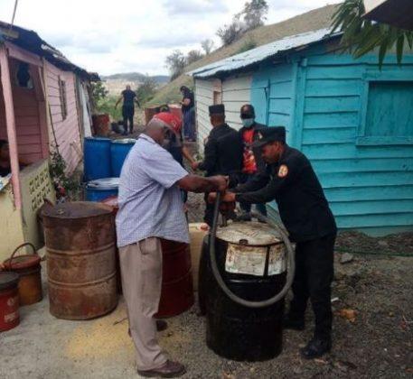 Desmantelan punto de venta ilegal de combustible en Barahona