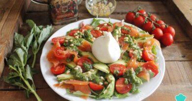 Receta de Ensalada de burrata con tomate, rúcula y pesto