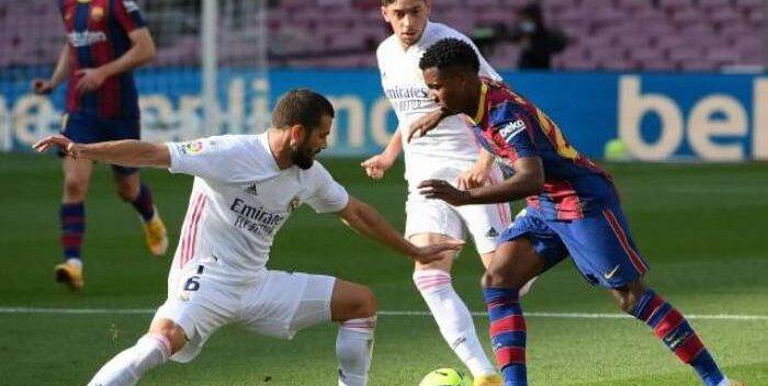 El Real Madrid se lleva el clásico del fútbol español tras vencer al Barcelona por 1-3
