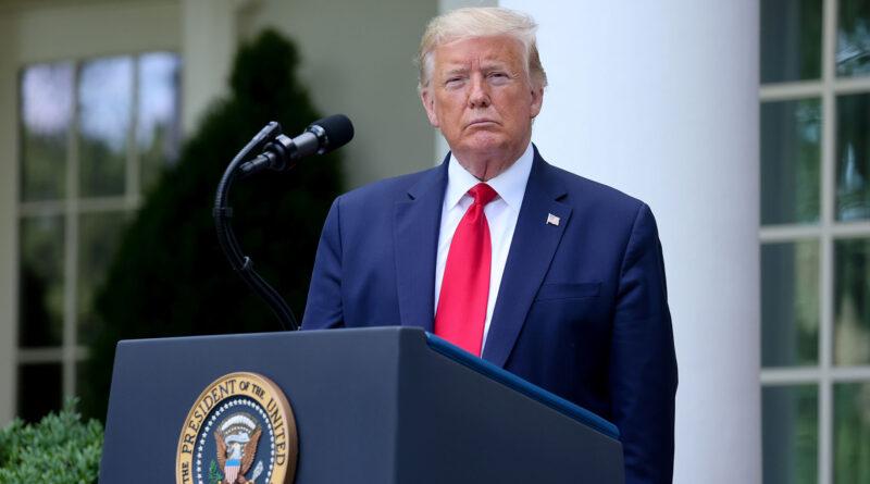 Eliminan tuit de asesor de la covid-19 de Trump sobre ineficacia de máscaras