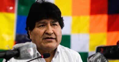 """Evo Morales celebra """"espíritu pacífico"""" de elecciones y pide esperar recuento"""