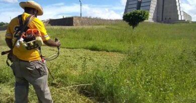 Realizan jornada de limpieza alrededor del museo Faro a Colón