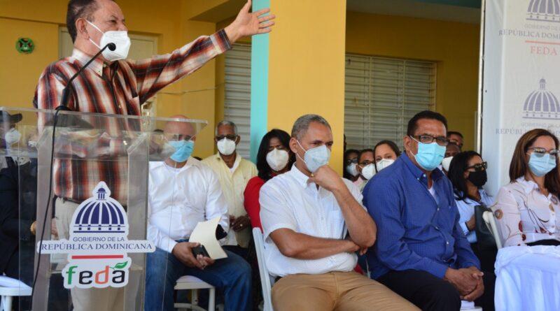 Feda entrega ganado, cerdas madres y pollitas ponedoras en 10 comunidades de La Vega