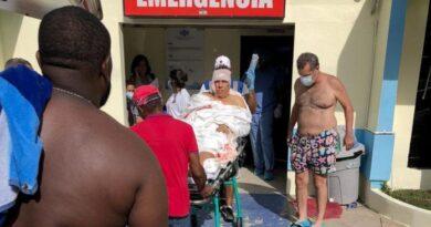 Juanchy Sanchez es atendido en el HOMS tras accidente en Montecristi