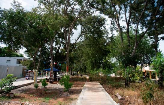 Demandan del alcalde Manuel Jiménez la terminación del parque Villa Carmen