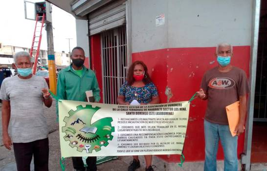 Vendedores y buhoneros de Los Mina piden ser resarcidos económicamente y reubicados