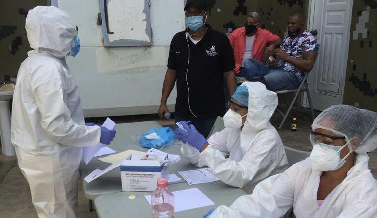 Prisiones y Salud Pública brindan asistencia médica a 63 privados de libertad de Montecristi afectados por la COVID-19