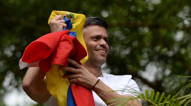 Reportan que el opositor venezolano Leopoldo López abandona la Embajada española en Caracas
