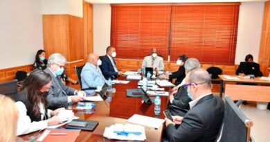 Senadores se reúnen con representantes de colegios privados por pago de reinscripción