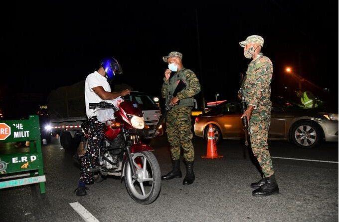 Los capitaleños, puertoplateños y santiagueros, los que más violaron el toque de queda esta semana