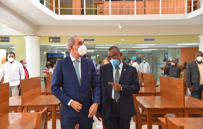 Titular Mescyt dará apoyo a la UASD Centro Barahona