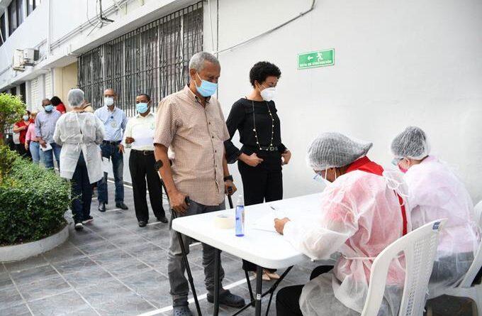 Brote de Covid-19 obliga al cierre departamento Salud Pública