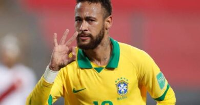 Neymar desquicia a Perú con un 'hat-trick' cargado de polémica