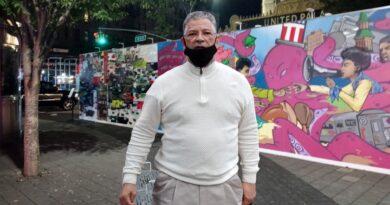 """Pide remover mural que promueve película """"Siempre Luis"""" en plaza del Alto Manhattan"""