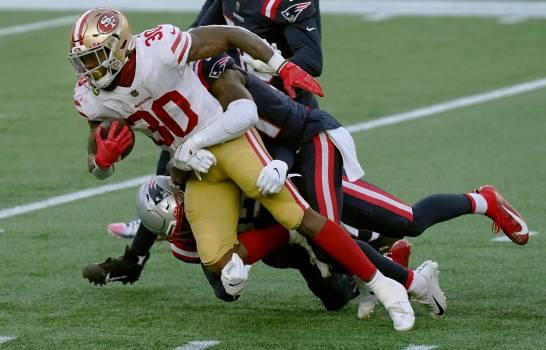 Jeff Wilson Jr. se viste de héroe por 49ers al dominar a Patriots