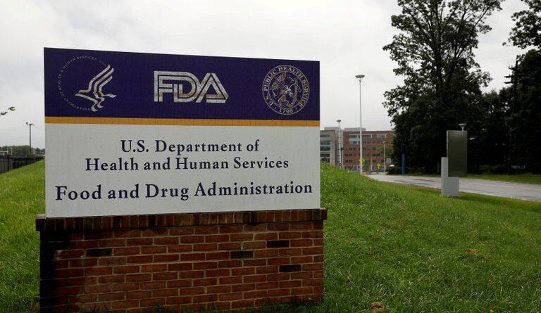 ATENCION: La FDA anunció que su comité asesor se reunirá para discutir la autorización de una de las vacunas contra el COVID-19