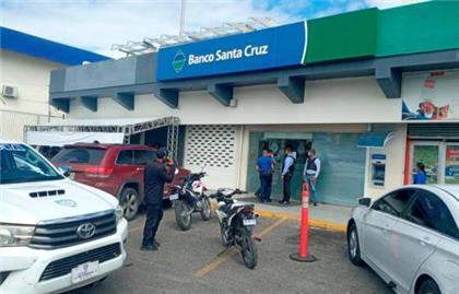 Apresan asaltantes de banco en Santiago y recuperan dinero