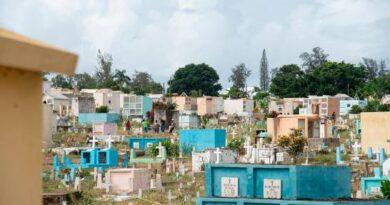 Cementerios preparados para recibir hoy a deudos
