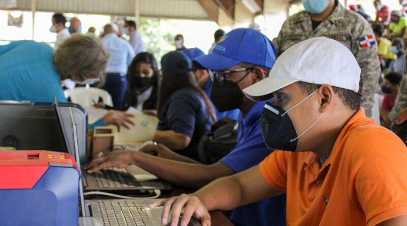 Codopesca y la Armada Dominicana y el senador de Samaná, inician proceso de carnetización de pescadores en dicha provincia