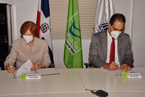 Cultura y SENASA firman acuerdo para afiliar al Régimen Subsidiado a miembros del gremio artístico y cultural