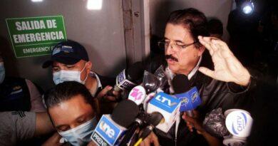 El ex presidente de Honduras, Manuel Zelaya, estuvo detenido en el aeropuerto de Tegucigalpa al intentar viajar con 18 mil dólares sin declarar