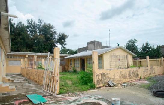 "Escuelas de Manoguayabo con ""manos peladas"" para impartir clases a distancia"