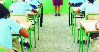 Estudiantes de escuelas públicas, más perjudicados con año escolar distancia