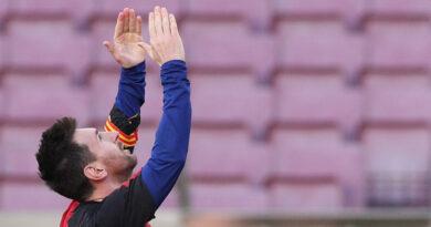 Messi casi imita el gol de la 'mano de Dios' de Maradona