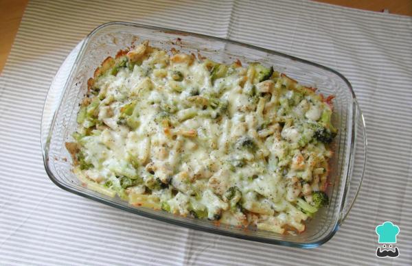 Receta de Pasta con pollo, brócoli y queso
