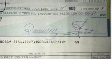 Alcalde de Puerto Plata asegura cheques para compra de whisky son falsos