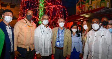 Ayuntamiento SDE y otras entidades remozan mercado Los Mina; dan bienvenida a Navidad