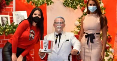 """KFC inicia la navidad con apertura de la """"Casa del Coronel Sanders"""""""