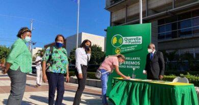 """El Frente Amplio emprende la """"Querella del Pueblo"""" con firmas para someter exfuncionarios"""