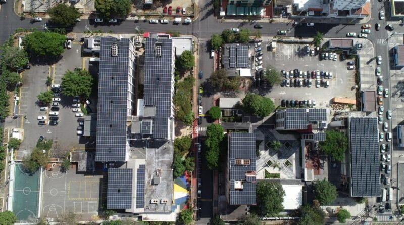 El Instituto Cultural Dominico Americano instaló paneles solares en toda la institución, y reafirma su compromiso con el uso de energías renovables