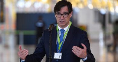 """El ministro español de Sanidad estima que la pandemia se acabará """"a finales de verano"""""""
