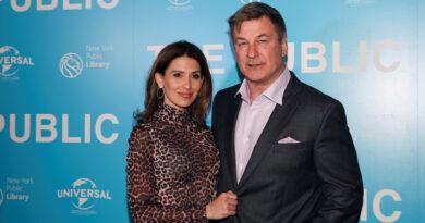 Esposa de Alec Baldwin admite no ser española, tras acusaciones de mentir sobre su origen durante más de una década