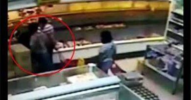 Tres mujeres le sustraen monedero a otra en supermercado