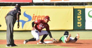 Gigantes y Estrellas dividen; Licey apabulla a las Aguilas en beisbol RD