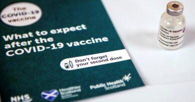 """Un virólogo de EEUU aseguró que variar el protocolo de vacunas es un """"experimento humano"""" que podría tener consecuencias"""