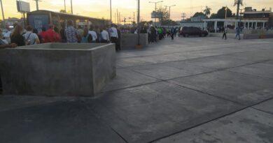 ATENCION :La larga fila para entrar al Metro