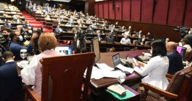 Diputados aprueban modificar ley de Compras para adquirir vacunas contra coronavirus