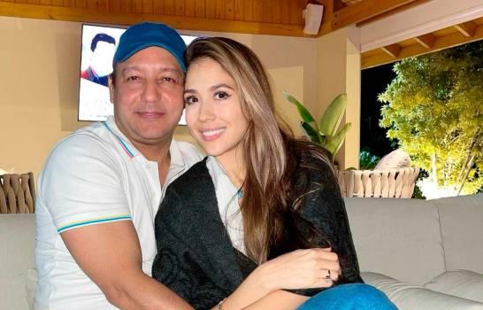 Nahiony Reyes expresa apoyo a su esposo Abel Martínez