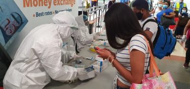 Aerodom firma acuerdo con laboratorios Amadita para suplir pruebas PCR a viajeros