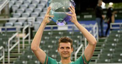Hurkacz derrota a Korda y consigue su segundo título ATP
